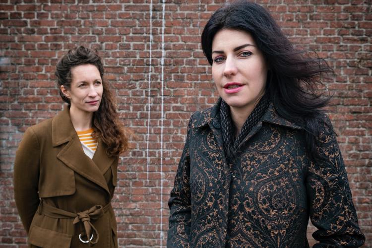 Hanna van Mourik Broekman en Karlijn roex - Foto Anne Harbers LR